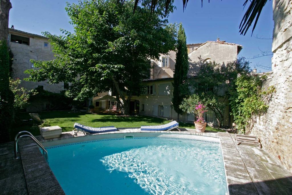 La maison de la bourgade maisons d 39 h tes uz s for Le petit jardin uzes